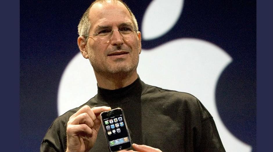 Steve Jobs durante la demo del primo iPhone (Immagine: clone di Youtube)
