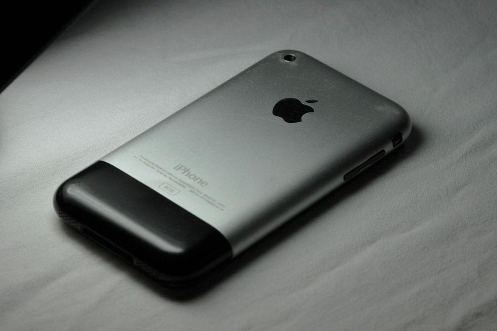 Duello generazionale: il primo iPhone ad affrontare l'iPhone 12 in un test di velocità