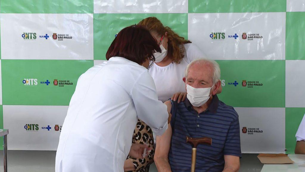 Vaccini efficaci nel ridurre i casi gravi di Covid-19 negli anziani