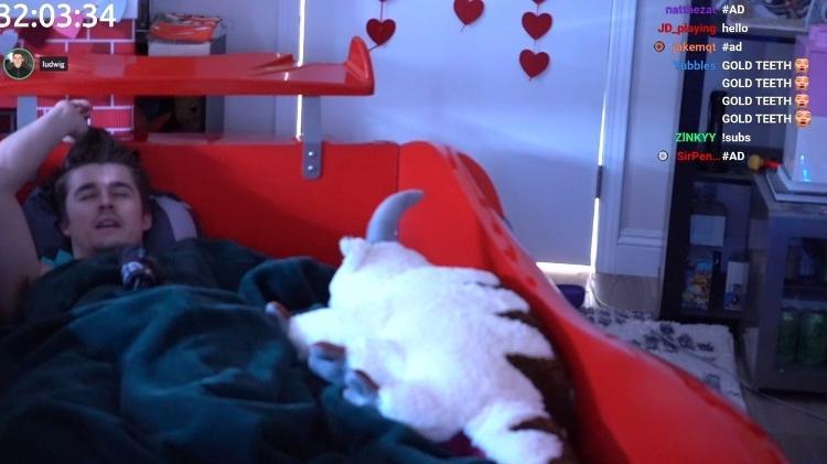 Ludwig Ahgren, streamer che dorme su Twitch - Play / Twitch - Play / Twitch