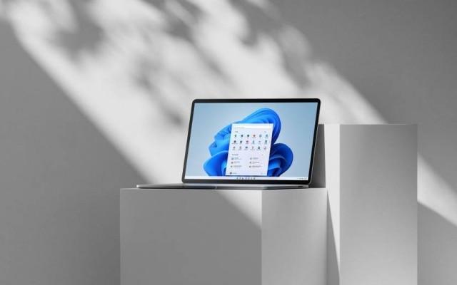 Windows 11 di Microsoft promette l'integrazione con PC, laptop e tablet, nonché una partnership senza precedenti con la piattaforma Android di Google.